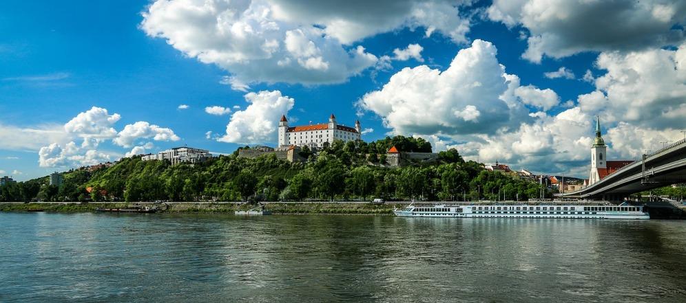 bratislava-1768975_1280-2