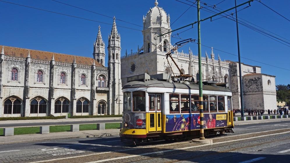 tram-3270623_1280